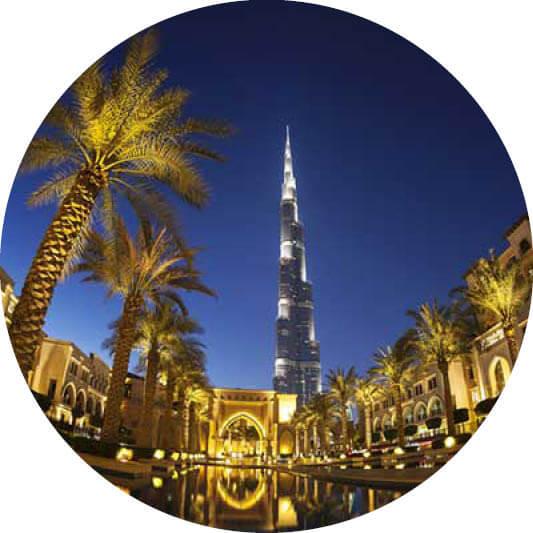 Dubai Burj Khalifa mit Palmen