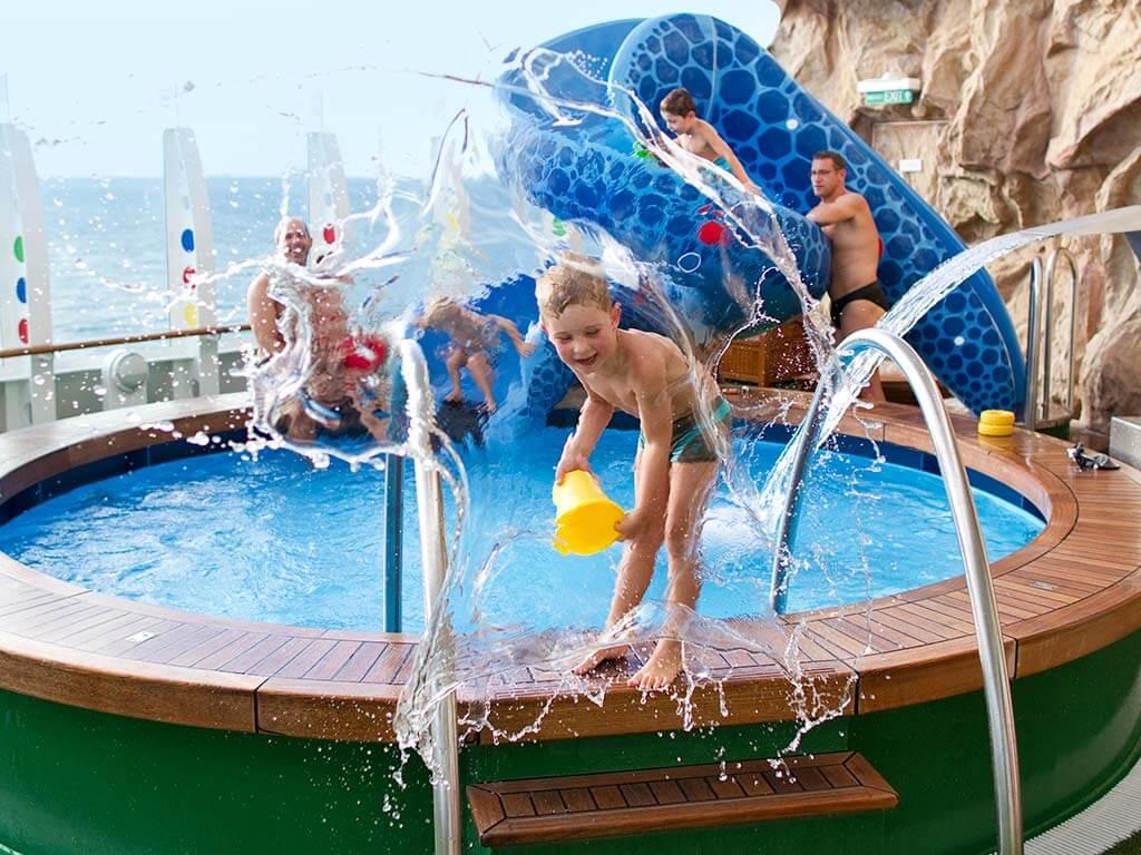 Familien Kreuzfahrten AIDA Pool Kids
