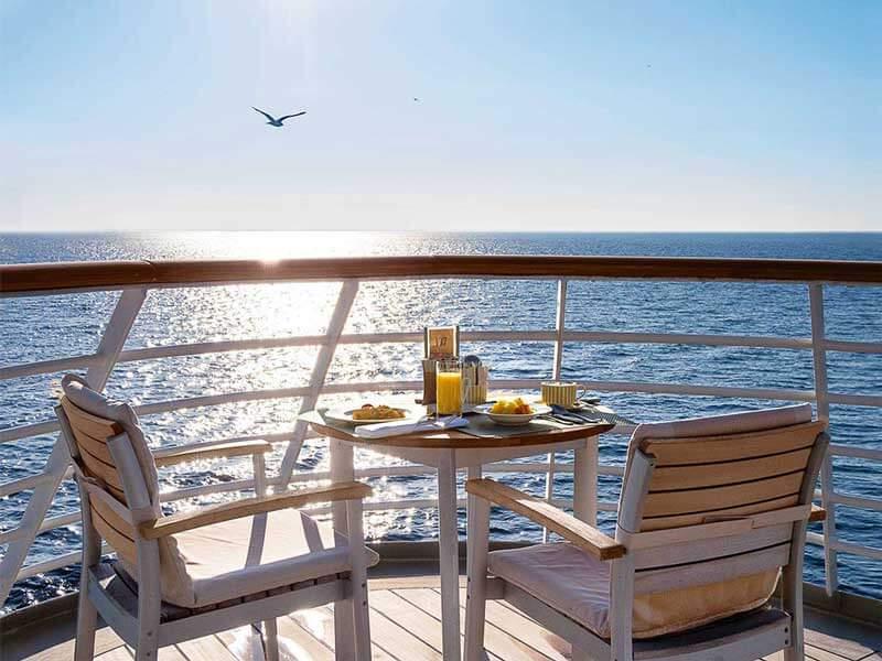 Reedereien Kreuzfahrten Hapag-Lloyd Cruises Balkon Breakfast