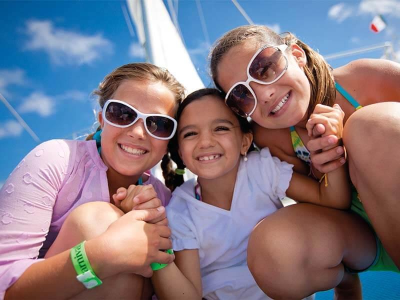 Familien Kreuzfahrten Carnival Cruise Line Girls Smile