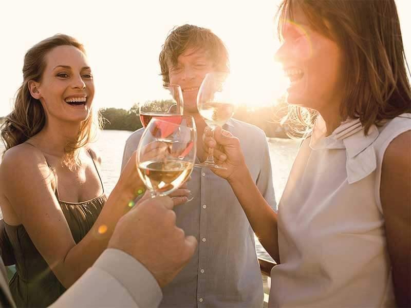 Schnupperfahrten Fluss A-ROSA Abendstimmung Wein