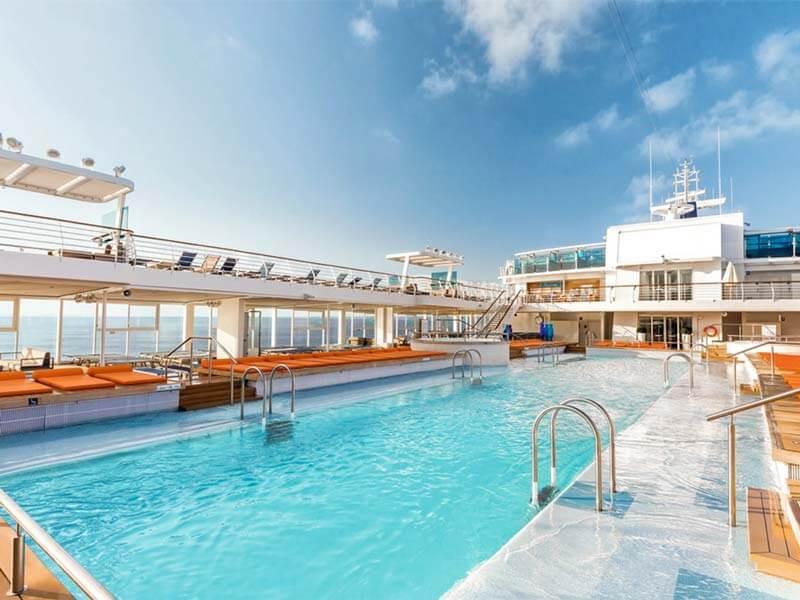 Familien Kreuzfahrten TUI Cruises Mein Schiff 4 Pool Deck