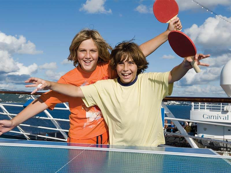 Familien Kreuzfahrten Carnival Cruise Line Table Tennis Boys